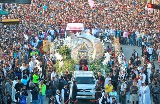 El cardenal Juan Sandoval en el recorrido de la virgen de Zapopa